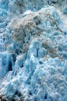 Синяя толща ледника.