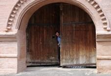 В воротах Проездной башни Спасо-Ефимиевого монастыря. Суздаль.