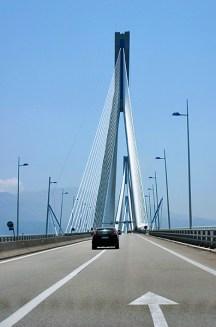 Движение на платном мосту Рио-Антирио.