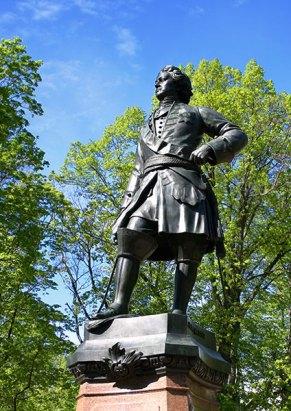 Памятник Петру I в Петровском парке. Кронштадт.