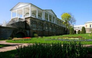 Камеронова галерея и цветущий сад. Пушкин.