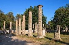 Колонны Палаэстры (Palaestra) на закате. Древняя Олимпия.