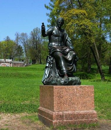 """Скульптура, известная в народе как """"мужик после бани с сотовым телефоном"""" :)"""