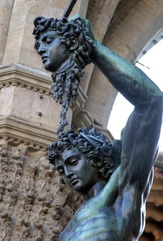 Персей с головой Медузы-Горгоны (1554). Площадь della Signoria. Флоренция.