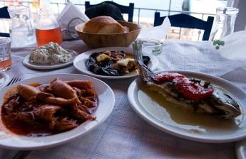 """Морепродукты в ресторане """"Taverna Michel & Margaret"""" в Леонидио."""