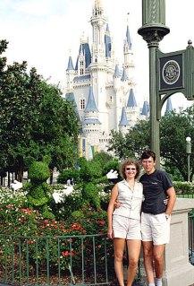 Минни, Мики, Катя и Илья. Magic Kingdom Theme Park, Disney World. Орландо, Флорида. Сентябрь, 2000 год.