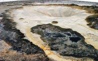 Кремовая поверхность заснувшего гейзера. Upper geyser basin.