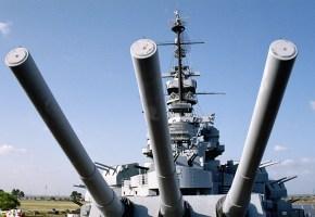 """Военный корабль времен 2-й Мировой Войны """"Battleship Alabama"""". Mobile, Alabama."""