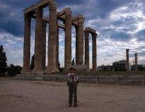 У подножия храма Зевса-олимпийца.