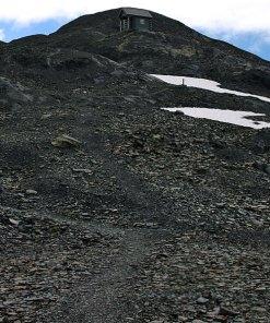 Высокогорная избушка - последнее пристанище на тропе Harding Ice field trail.