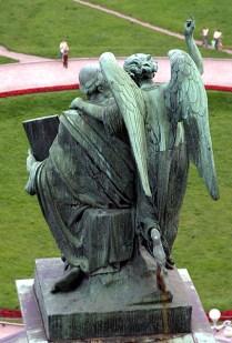 Одна из многочисленных скульптур Исаакиевского собора.