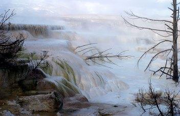 Кальциевые отложения в Канареечном ручье (Canary spring).