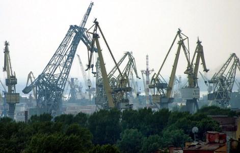 Питерский порт. Снимок с обзорной площадки Исаакиевского собора.