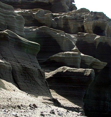 Зеленый пляж. Эти скалы - источник полудрагоценного оливина.