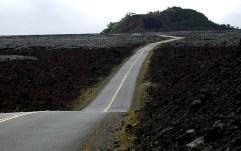 Saddle Road - бывшая дорога для военных целей, пересекает остров пополам.