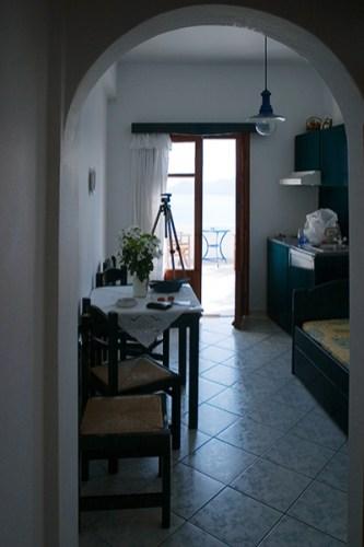 Кухня и вход на террасу из апартамента.