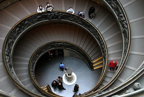 Лестница-двойная спираль. Одна ведет только вверх, другая - только вниз. Ватиканские музеи.