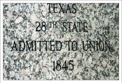 Табличка на Алее флагов, посвященная Техасу.