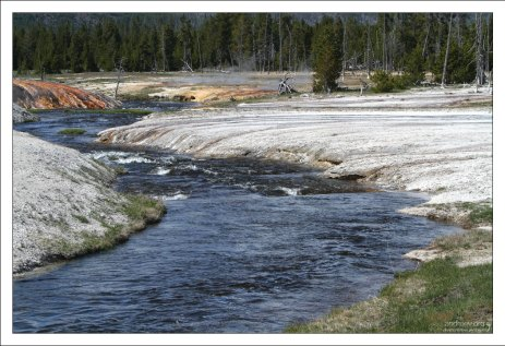 Огненная река (Firehole river).