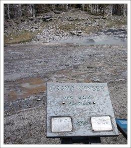 Табличка с предсказанием возможного времени извержения гейзера Grand.