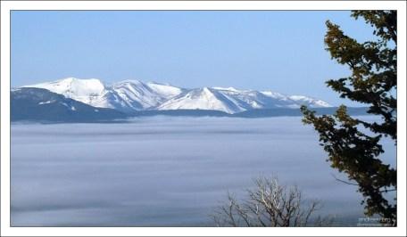 Утренний туман над озером Йеллоустоун.