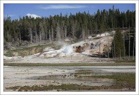 """Рядом с главной шахтой гейзера """"Ledge"""" расположено пять других."""