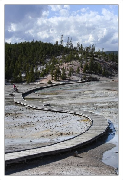 Мостки над хрупкой почвой Фарфоровой долины.