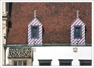 Мансардные окна на Главной площади Братиславы.