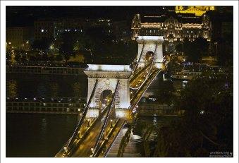 Цепной мост Сеченьи соединяет две исторические части Будапешта - Буду и Пешт.