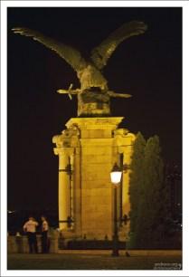 Статуя турула - птицы, часто упоминаемой в в венгерской мифологии.