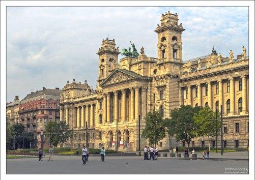 Здание Парламента с обратной стороны.