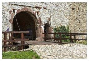 Подъемный мост в замок.