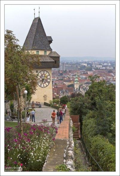 Часовая башня в замке Шлосберг.