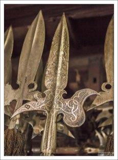 Глефа – полутораметровое древко с длинным (40-60 см) ножом с шипом.