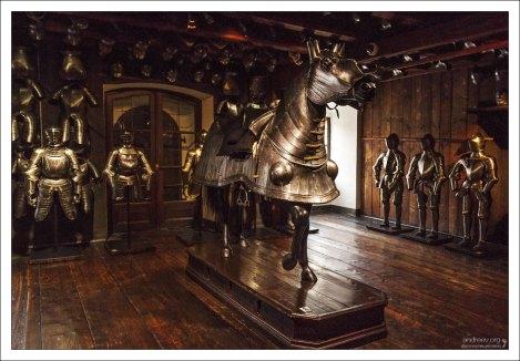 Конские доспехи весом 42 кг (1600 год).