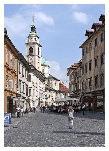 Mačkova ulica и башня Собора Св. Николая.