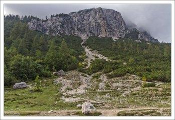 Тропы, отходящие к вершинам Prisojnik и Razdor – одним из самых высоких в парке.