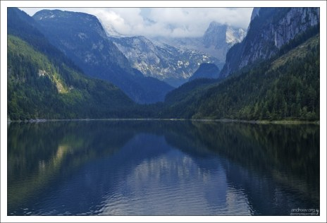 Ледниковое озеро Vorderen Gosausee в озерной системе Gosauseen.