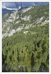Подъем из долины, где расположен город Obertraun.