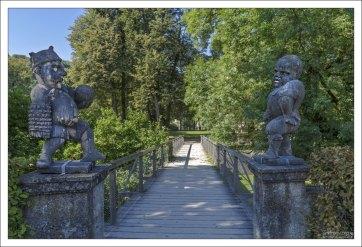 Вход в Сад карликов в парке Мирабель.