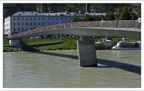 Мост Makartsteg через реку Зальцах.