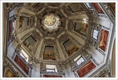 Высота купола - 79 метров.