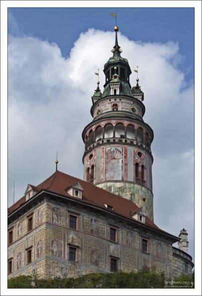 6-этажная круглая башня в Крумловском замке (14-й век).