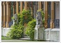 Львы - неотъемлемый элемент арихитектуры замка Глубока.