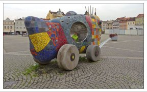 Забавная рыба-скульптура на площади Пршемышла Оттокара II.
