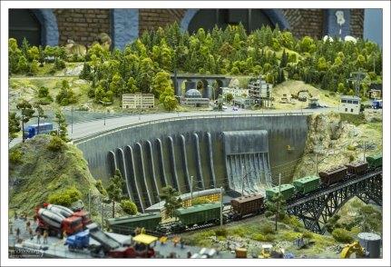 Плотина Саяно-Шушенской ГЭС.