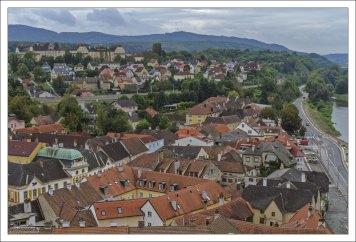 Город Мельк у подножия монастыря.