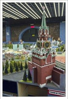 Спасская башня Кремля (15-й век).