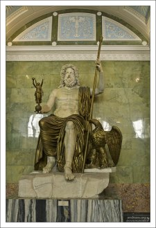Мраморная статуя Юпитера в Эрмитаже (конец 1-го века).