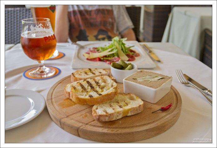 """Легкий перекус в ресторане """"Casa del мясо""""."""